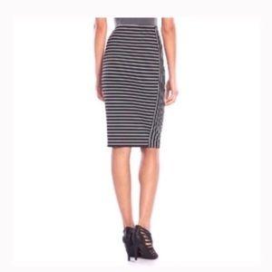 Dresses & Skirts - MIDI pointe pencil skirt